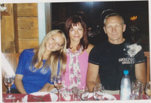 Eglė Straleckaitė 15 metų su tėvais