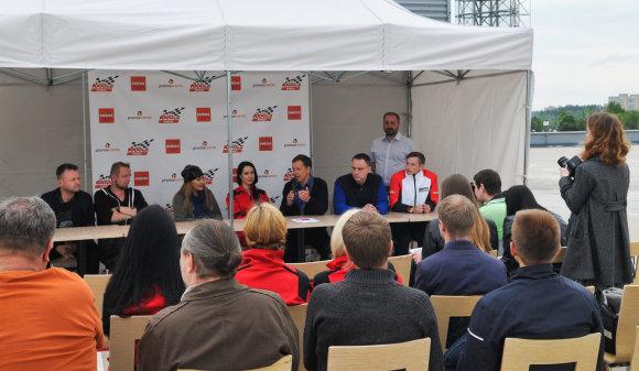 """Algimanto Brazaičio nuotr./""""ENEOS 1 000 km"""" lenktynių spaudos konferencija"""