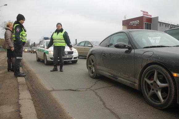 """Tomo Markelevičiaus nuotr./""""Porsche"""" ir """"Audi"""" avarija Panevėžyje"""