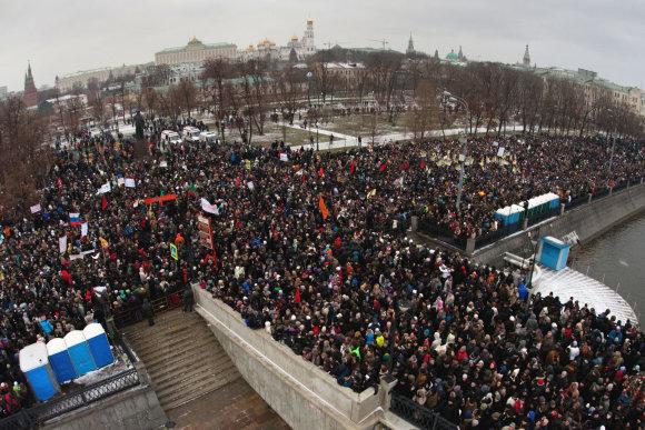 """AFP/""""Scanpix"""" nuotr./Protestai Maskvos Bolotnajos aikštėje 2011 metais"""