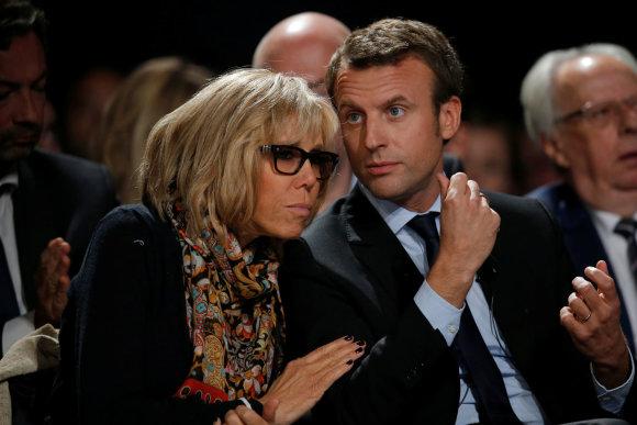 """Reuters""/""Scanpix"" nuotr./Emmanuelis Macronas su žmona Brigitte Trogneux"