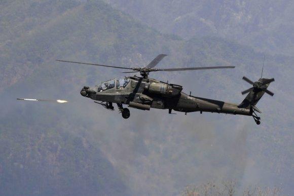 "AFP/""Scanpix"" nuotr./Atakos sraigtasparnis ""AH-64 Apache"""