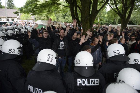 """""""Scanpix""""/AP nuotr./Kraštutiniai kairieji Hamburge jau pradėjo protesto akcijas"""