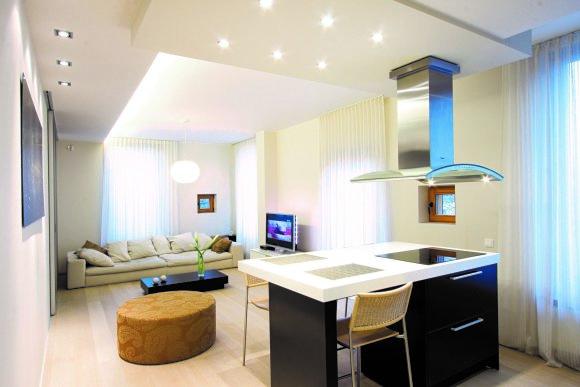 Viktorijos Emde nuotr. /Mažam butui erdvės suteikia šviesios grindys