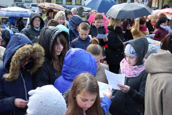 Kelmės Žemaitės viešosios bibliotekos nuotr./Naujas Lietuvos rekordas – lietuvių klasikę vienu metu skaitė 520 žmonių