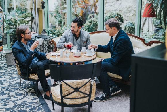 Projekto partnerio nuotr./Į Lietuvą atvykęs pasaulinio garso tenoras Ch.Castronovo rytą pradėjo pusryčiais su Modestu Pitrėnu