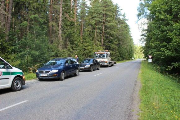 Telšių apskrities vyriausiojo policijos komisariato nuotr./Neblaivus vairuotojas Telšių pareigūnams bruko 20 eurų kyšį