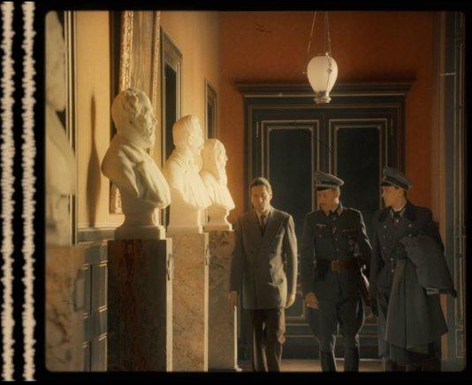 """Jaujard'as ir Metternichas (abu kairėje) / kadras iš filmo """"Frankofonija"""""""