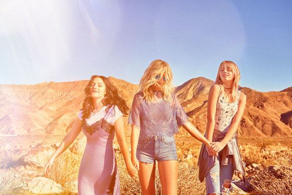"""Gamintojo nuotr./""""H&M Loves Coachella"""" kampanija su grupe """"The Atomics"""""""