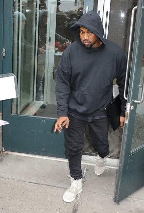 "Vida Press nuotr./Kanye West avi ""Louis Vuitton"" sportinius batelius"