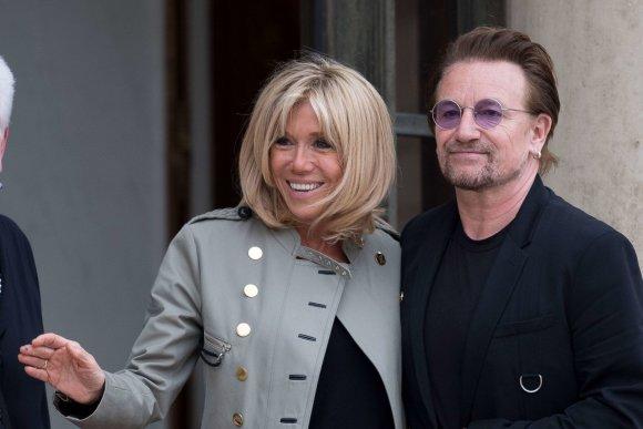"""Scanpix""/""SIPA"" nuotr./Brigitte Macron ir Bono Paryžiuje"