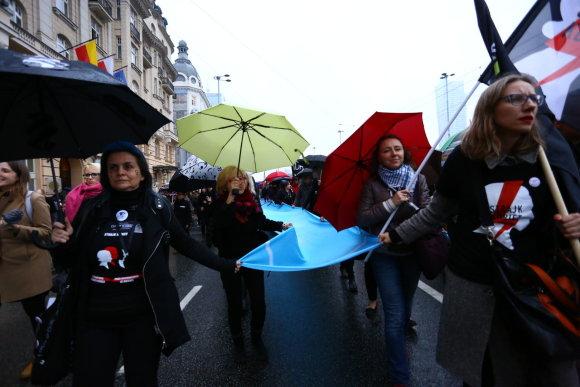 """""""Scanpix""""/""""Sipa USA"""" nuotr./Protestas prieš Lenkijos vyriausybės planus sugriežtinti abortų įstatymą"""