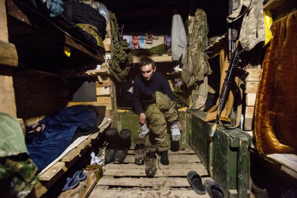 Vidmanto Balkūno / 15min nuotr./Gyvenama žieminė priešakinėse linijose. Čia miega ir gyvena 8 jūrų pėstininkai.