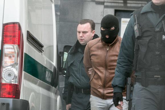 Juliaus Kalinsko / 15min nuotr./Įtariamasis merginos nužudymu atvestas į teismą