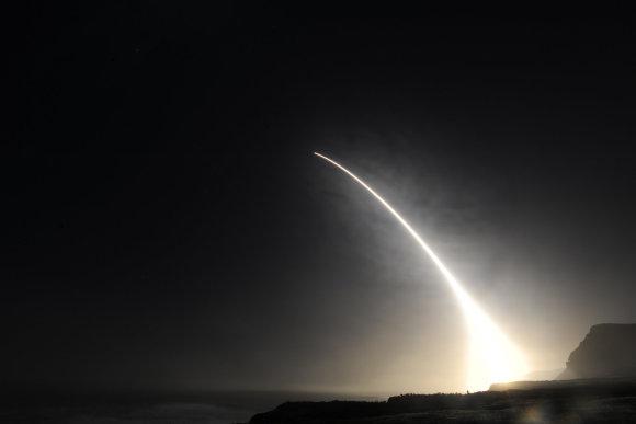 """""""DoD/Sipa USA""""/""""Scanpix"""" nuotr./Raketos """"Minuteman 3"""" paleidimas"""