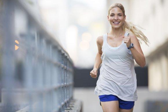 Vida Press nuotr./Moteris bėgioja