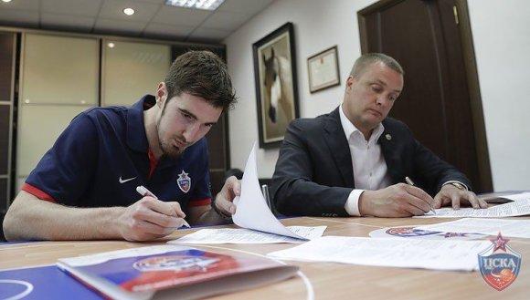 """AFP/""""Scanpix"""" nuotr./Nando de Colo ir Andrejus Vatutinas"""