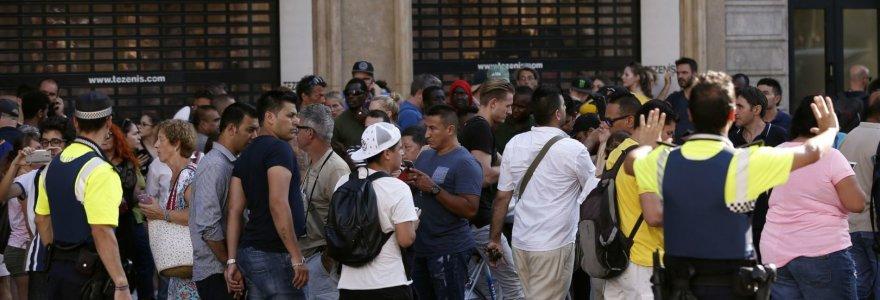 Teroro išpuolis Barselonoje: žuvusiųjų skaičius išaugo iki 13, daugiau kaip 100 sužeistų, du įtariamieji sulaikyti, vienas – nušautas