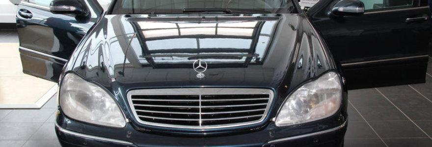 """Artėjant V.Putino inauguracijai pasirodė skelbimas apie parduodamą šarvuotą Kremliaus """"Mercedes Benz Pullman"""""""