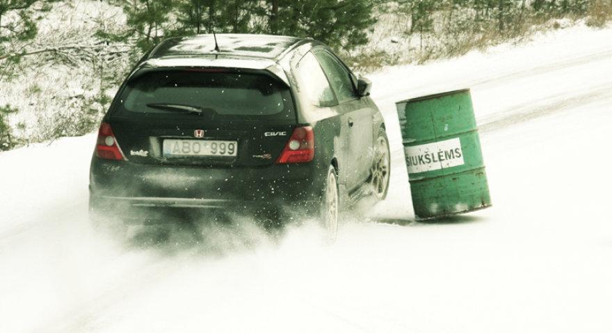 Vairavimas žiemą neturi turi tapti galvos skausmu