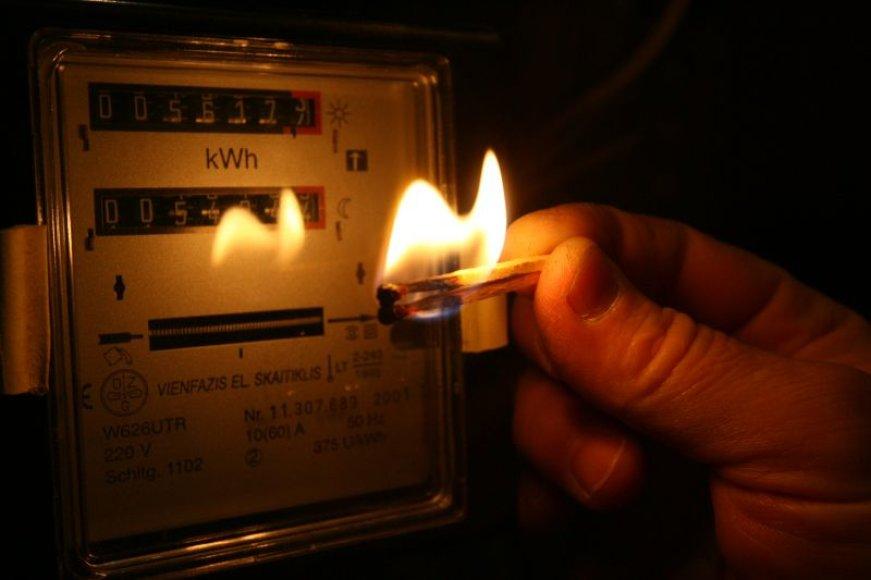 Gavus įspėjimą, tačiau nesumokėjus skolos už elektrą, tenka padengti įsiskolinimą ir sumokėti už išjungtos elektros tiekimo atnaujinimą.