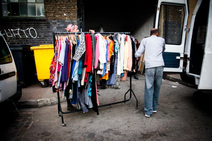 Devėti drabužiai