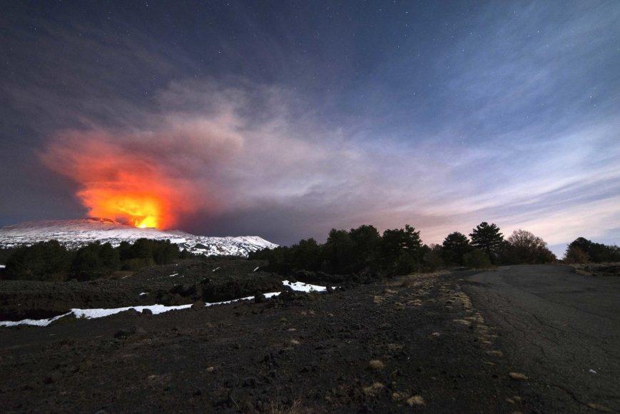 Sicilijoje vėl suaktyvėjo Etnos ugnikalnis