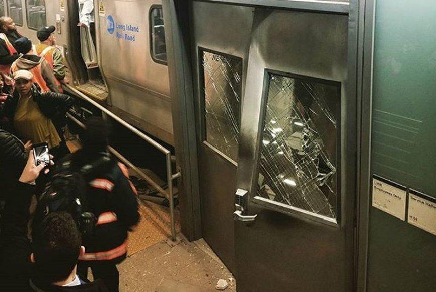 Brukline traukinys pateko į avariją.