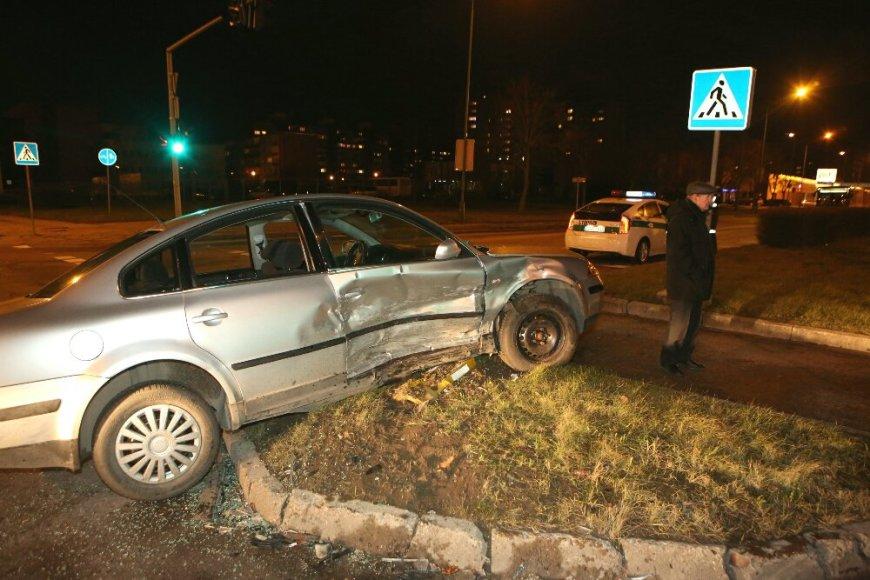 """""""Audi"""" ir """"VW Passat"""" avarija Klaipėdoje 2015 m. sausio 02 d."""