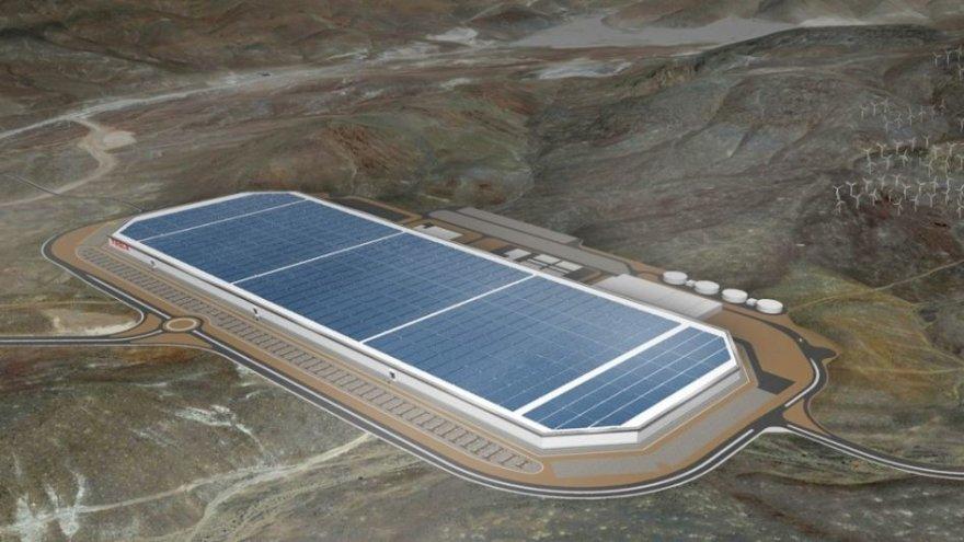 """""""Tesla"""" atidaro """"Gigafactory"""""""