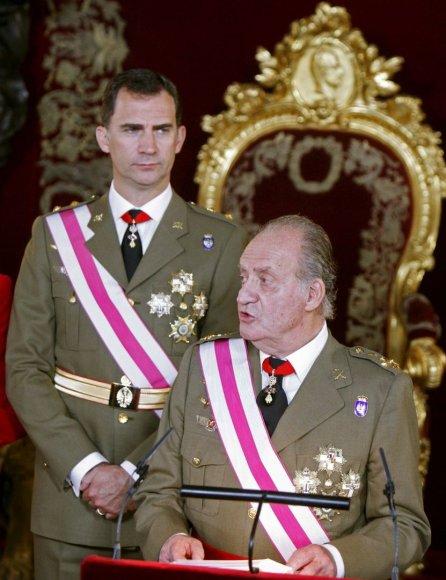 Ispanijos karalius Juanas Carlosas su sūnumi Felipe (2008 m.)