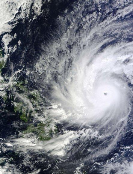 Prie Filipinų artėja galingas taifūnas Hagupitas