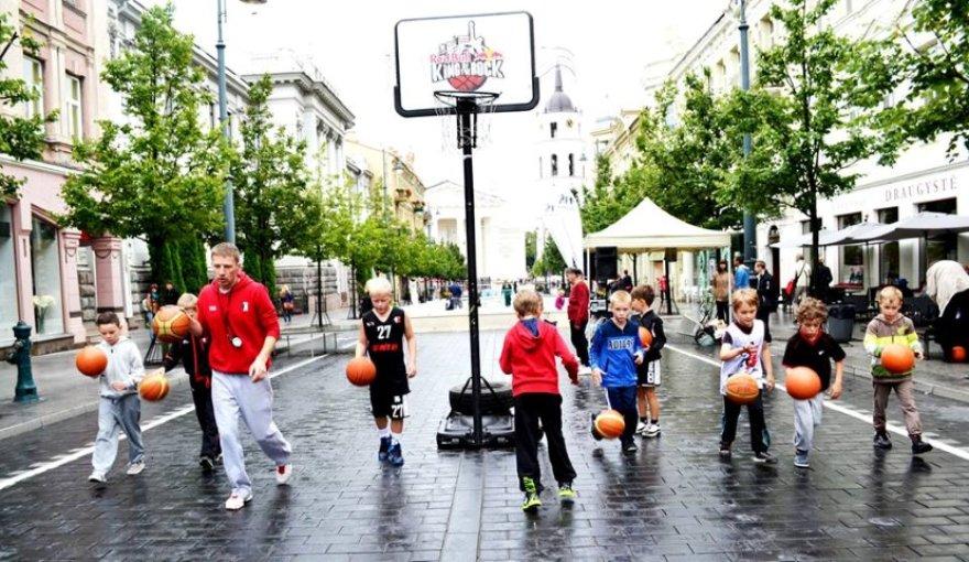 Nemokama sporto treniruotė Gedimino prospekte, Vilniuje.