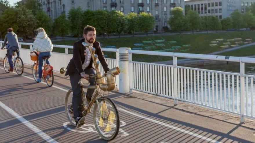 Organizatorių nuotr./Giedrius su dviračiu Vilniuje