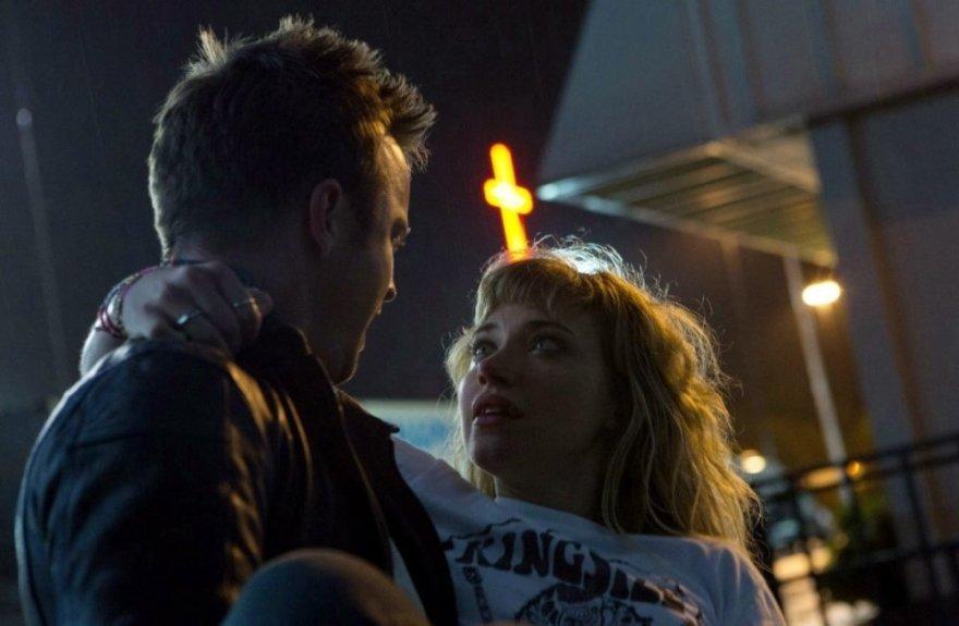 "Filmo ""Need for speed. Ištroškę greičio"" herojai Tobis Maršalas (akt. Aaronas Paulas) ir Džulija (akt. Imogen Poots)."