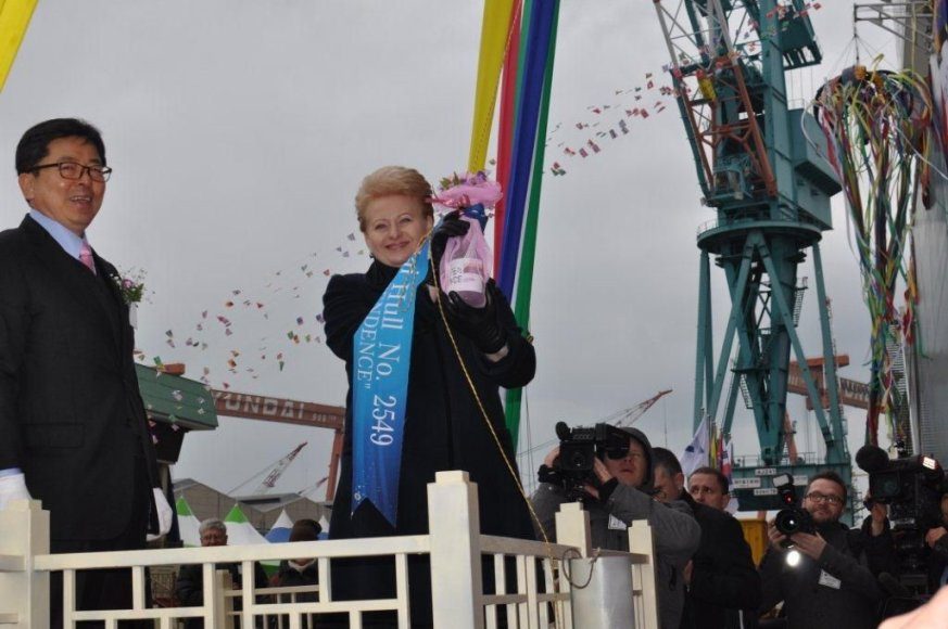 SGD laivo-saugyklos krikštamote tapo prezidentė Dalia Grybauskaitė.