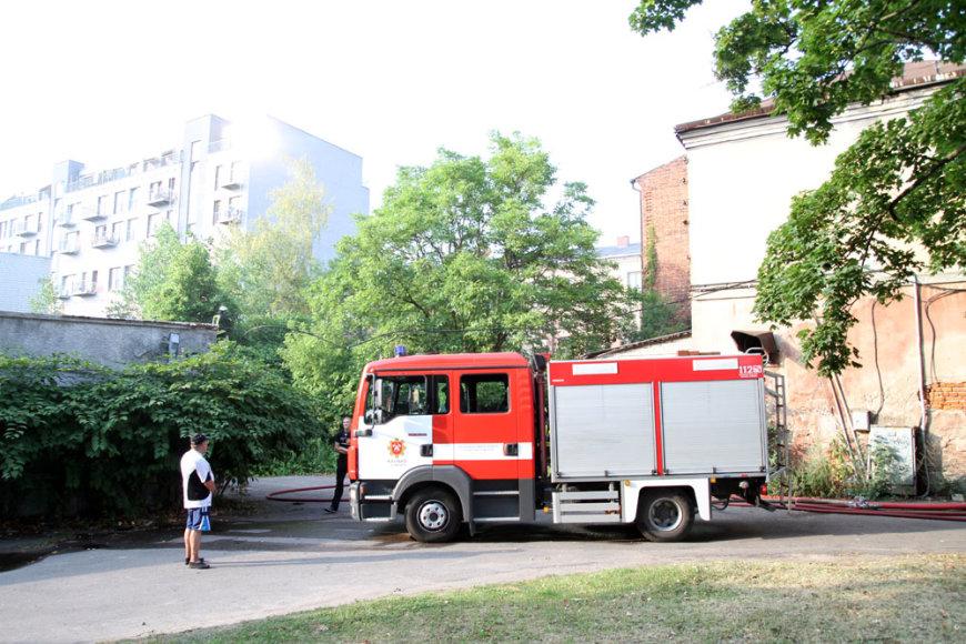 Kaune prie geležinkelio stoties kilo gaisras