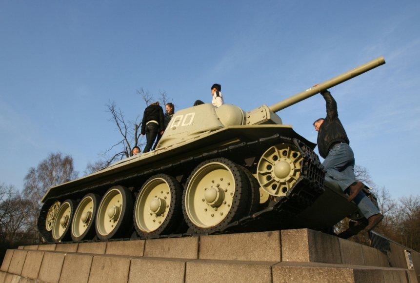 Sovietinis tankas Antrojo pasaulinio karo memoriale Berlyne