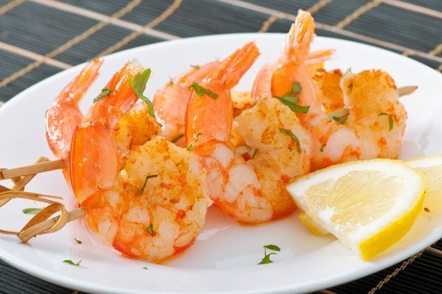 Ant laužo keptos krevetės