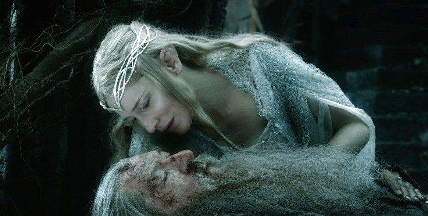 """Cate Blanchett Ianas McKellenas filme """"Hobitas: Penkių armijų mūšis"""""""