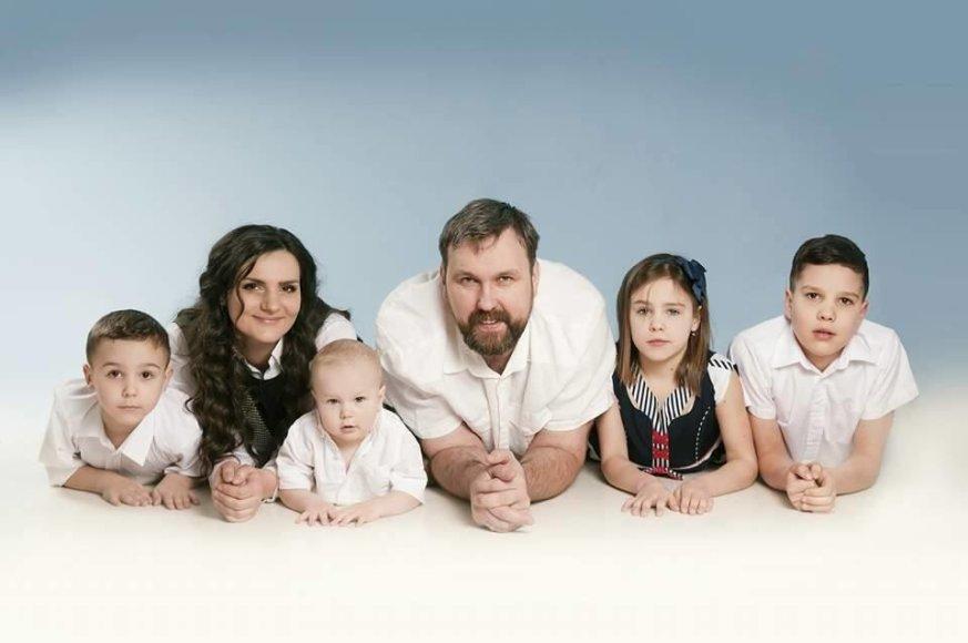Irina Černiukė su vyru ir vaikais