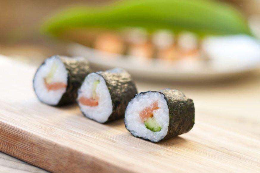 Maki sušis su krevetėmis ir avokadais