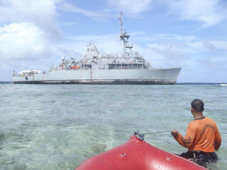 Ant rifo užplaukęs JAV karo laivas