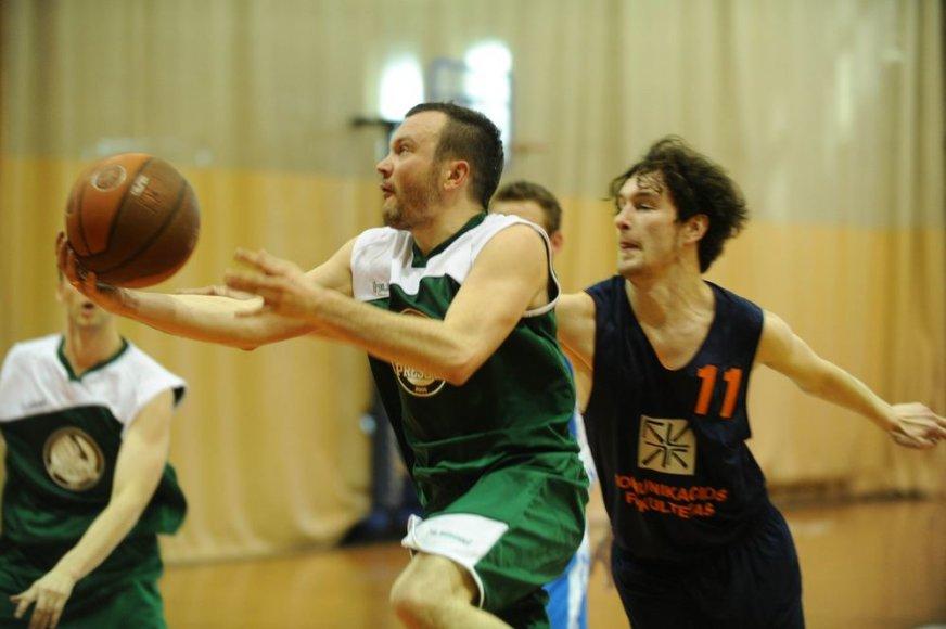 Lietuvos žurnalistų krepšinio turnyre atakuoja Gedas Saročka