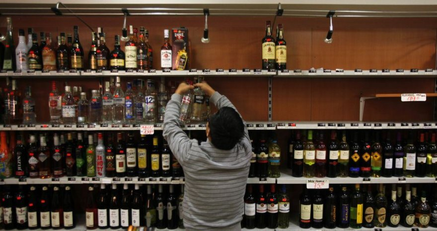 Stiprūs alkoholiniai gėrimai išimami iš lentynų Čekijoje