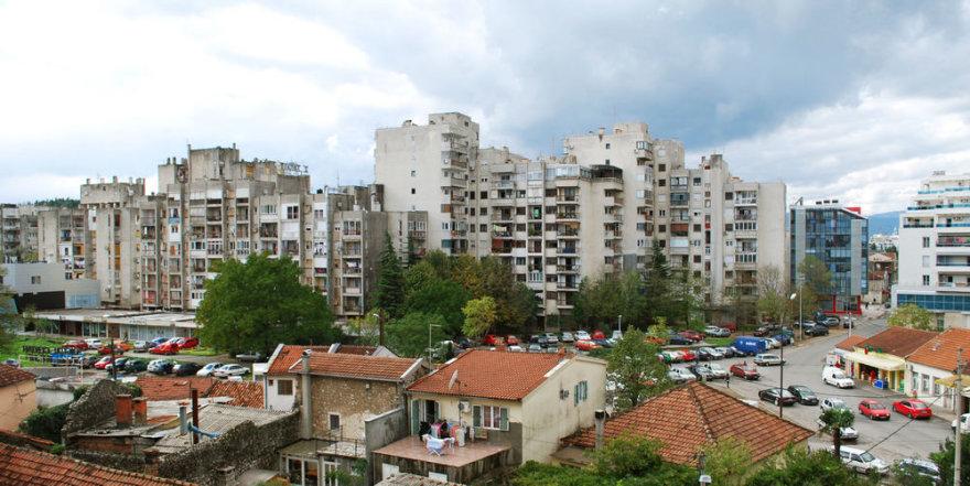Miestas pilnas niurių pastatų