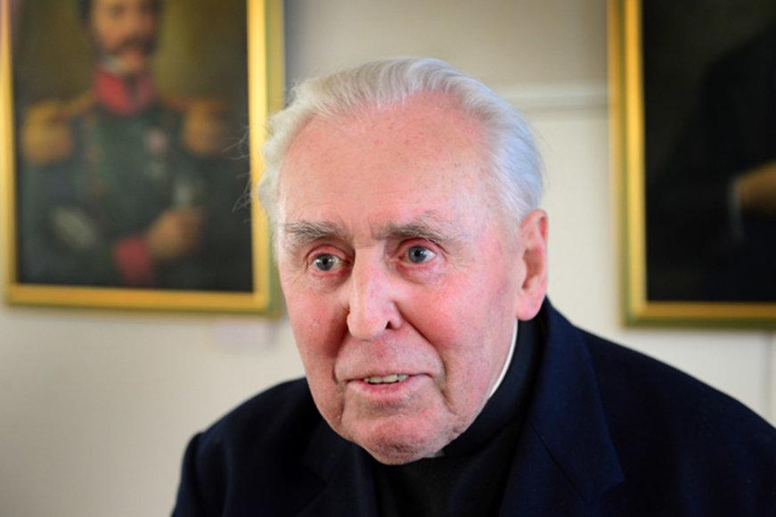 Ketvirtadienį Anapilin iškeliavo monsinjoras Alfonsas Svarinskas