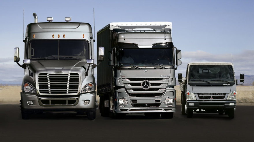 """""""Daimler"""" vilkikai"""