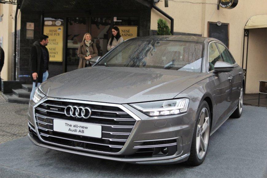 """Klaipėdoje pristatyta naujutėlaitė """"Audi A8"""""""