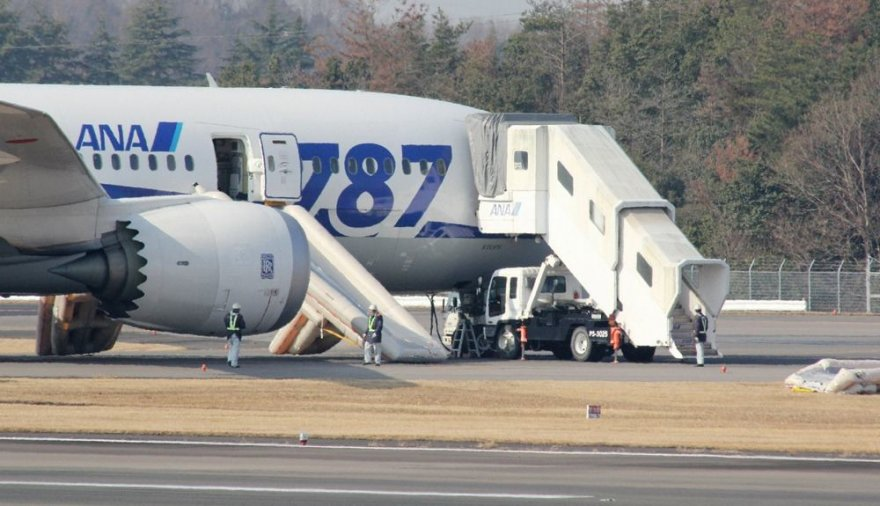 """Dreamliner"" lėktuvas Takamacu oro uoste"